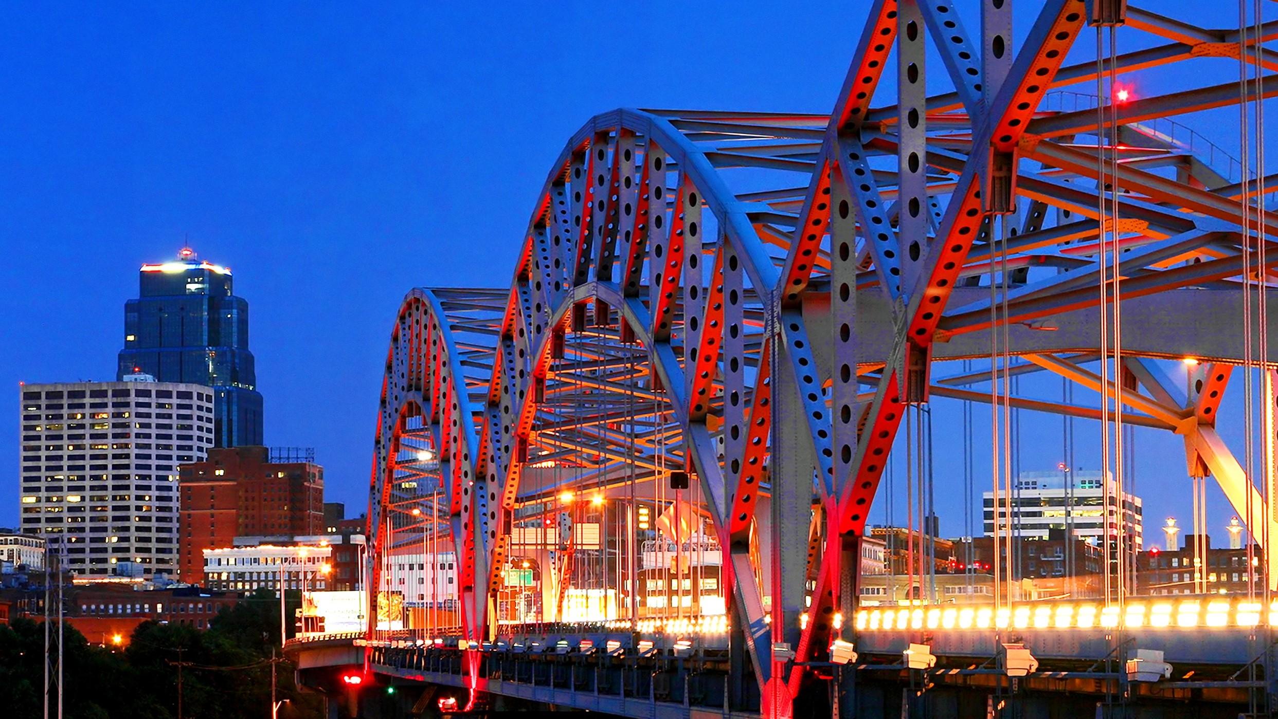 Broadway bridge heading into downtown Kansas City